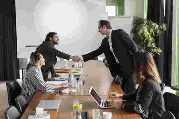 要成为更好的销售人员,请掌握自我并弯曲时间