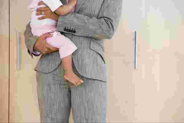 这是纪念妇女平等日的一种方式: 检查您对职业母亲的偏见